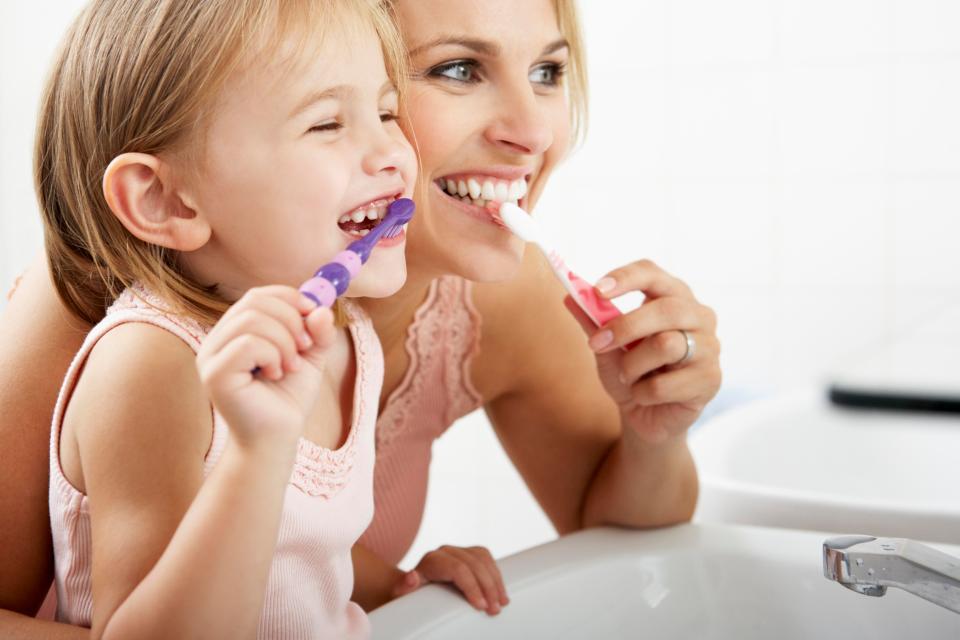 mom-child-brushing-teeth